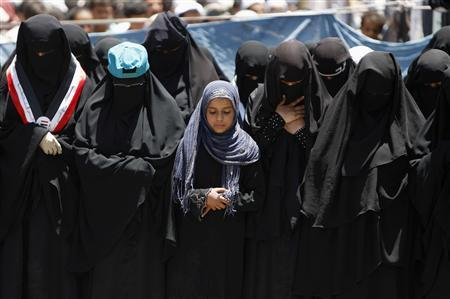 Women pray during a rally to demand the ouster of Yemen's President Ali Abdullah Saleh, outside Sanaa University April 20, 2011. REUTERS/Ammar Awad