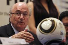 <p>Presidente da Fifa, Joseph Blatter, durante coletiva de imprensa em Tegucigalpa, em Honduras. O chefe do futebol asiático, Mohamed Bin Hammam, acredita que sua candidatura à presidência da Fifa obrigou o suíço a elaborar novas ideias para enfrentá-lo nas eleições de 1o de junho. 12/04/2011 REUTERS/Edgard Garrido</p>