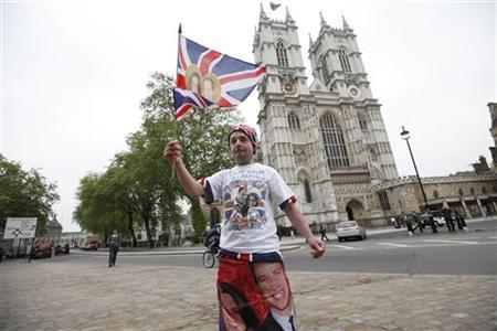 Royalty fan John Loughrey poses for journalists outside Westminster Abbey ahead of this week's Royal wedding, in central London, April 26, 2011.REUTERS/Andrew Winning