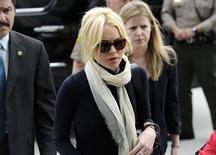 <p>Foto de archivo de la actriz Lindsay Lohan a su llegada a una corte de Los Angeles, abr 22 2011. Lohan recibió una ovación de pie cuando realizó su primera aparición en televisión luego de pasar la semana pasada cinco horas en prisión REUTERS/Phil McCarten</p>