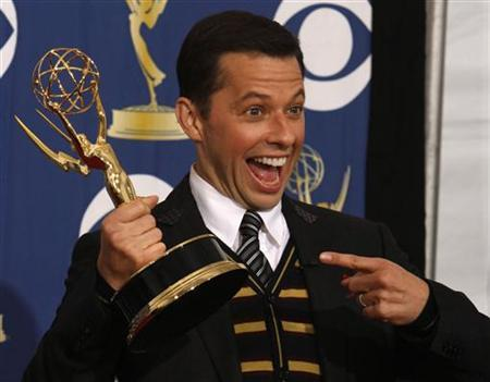 Jon Cryer poses with his award for outstanding supporting actor in a comedy series for ''Two and a Half Men'' at the 61st annual Primetime Emmy Awards in Los Angeles, California September 20, 2009. REUTERS/Lucy Nicholson