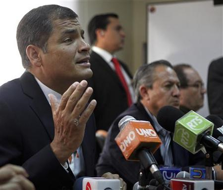 Ecuador's President Rafael Correa (L), joined by Minister of Security Homero Arellano (C) and Defense Minister Javier Ponce, addresses the media during a news conference in Quito March 11, 2011. REUTERS/Guillermo Granja