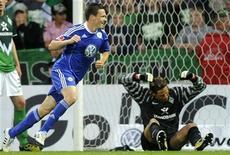 <p>Sascha Riether, do Wolfsburg, comemora gol contra o Werder Bremen em partida do Campeonato Alemão. 29/04/2011 REUTERS/Fabian Bimmer</p>
