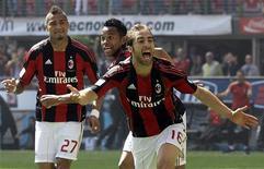 <p>Mathieu Flamini, do Milan, comemora gol contra o Bologna após partida do campeonato italiano em Milão. 01/05/2011 REUTERS/Alessandro Garofalo</p>