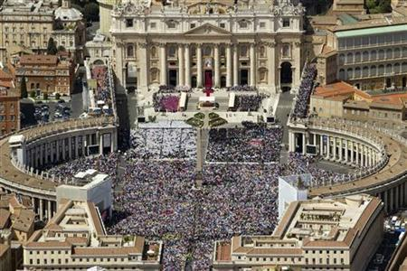 An aerial view is seen of St. Peter's square in Vatican May 1, 2011. REUTERS/ Massimo Sestini/Polizia di Stato S