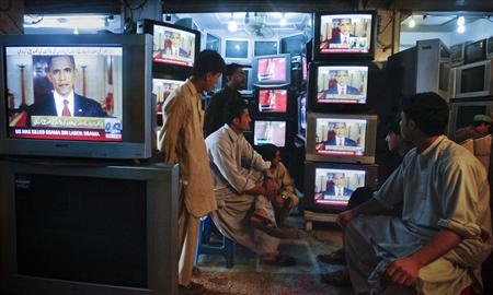Shopkeepers gather around television screens showing a speech by President Obama as he announced the death of al Qaeda leader Osama bin Laden at a market in Quetta, Pakistan, May 2, 2011. REUTERS/Naseer Ahmed