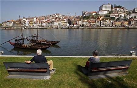 People enjoy the view along the Douro river in Porto April 8, 2011. REUTERS/Jose Manuel Ribeiro