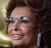 <p>Sophia Loren posa para foto durante tributo organizado pela Academia de Artes e Ciências Cinematográficas, em Beverly Hills, Califórnia. 04/05/2011 REUTERS/Fred Prouser</p>