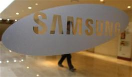 <p>Samsung Electronics a ravi à Nokia la place de numéro un des téléphones mobiles en Europe occidentale au premier trimestre, détrônant pour la première fois le fabricant finlandais sur son marché régional, selon le cabinet d'étude IDC. /Photo d'archives/REUTERS/Jo Yong-Hak</p>