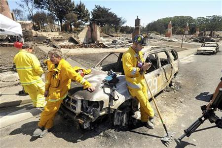 Emergency personnel at the site of a natural gas pipeline explosion in San Bruno, California, September 11, 2010. REUTERS/Noah Berger/Pool