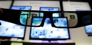 <p>Selon le cabinet iSuppli, le marché mondial des téléviseurs 3D devrait plus que quintupler cette année à 23,4 millions d'unités pour représenter 11% du marché des TV à écran plat. /Photo d'archives/REUTERS/Yuriko Nakao</p>