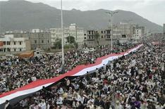 <p>Anti-government protesters attend weekly Friday prayers during a rally to demand the ouster of Yemen's President Ali Abdullah Saleh in the southwestern city of Ibb May 6, 2011. REUTERS/Stringer</p>