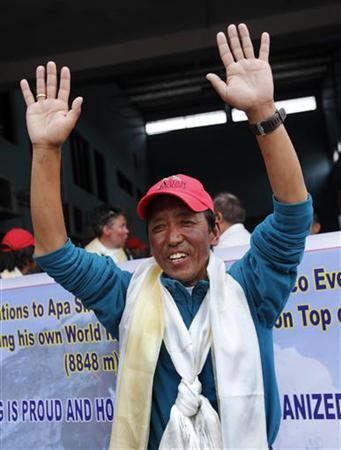 Apa Sherpa waves to the media after arriving from the Everest region in Kathmandu May 25, 2010. REUTERS/Gopal Chitrakar