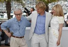 """<p>O diretor Woody Allen (à esq.) e os atores Rachel McAdams e Owen Wilson posam para promover o filme """"Meia-Noite em Paris"""", no 64o Festival de Cinema de Cannes. 11/05/2011 REUTERS/Vincent Kessler</p>"""
