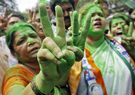 Supporters of Trinamool Congress party show victory signs on a street in Kolkata May 13, 2011. REUTERS/Rupak De Chowdhuri