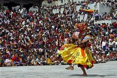 <p>A masked Bhutanese dancer takes part in the annual Tsechu festival in Thimphu September 18, 2010. REUTERS/Singye Wangchuk</p>