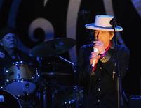"""<p>Foto de archivo del cantautor Boby Dylan durante una presentación en Ho Chi Minh, Vietnám, abr 10 2011. - La simbólica canción """"Like a Rolling Stone"""" de Bob Dylan fue declarada como su mejor obra por la revista Rolling Stone, que consultó a expertos sobre el tema. REUTERS/Stringer</p>"""