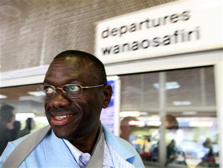 Leader of Uganda's Forum for Democratic Change (FDC) Kizza Besigye prepares to leave Jomo Kenyatta International Airport (JKIA) from Kenya's capital Nairobi back to Uganda May 12, 2011. REUTERS/Noor Khamis