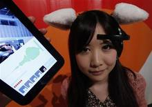 <p>Hanako Miyake demonstrates Japanese research project team Nerowear's 'Necomimi ' and the table shows her brainwaves at its promotional event in Tokyo May 8, 2011. REUTERS/Kim Kyung-Hoon</p>