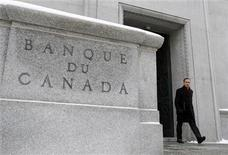 <p>Bank of Canada Governor Mark Carney leaves his office for a news conference upon the release of the Monetary Policy Report in Ottawa January 19, 2011. REUTERS/Chris Wattie</p>