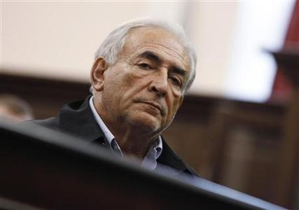 International Monetary Fund (IMF) chief Dominique Strauss-Kahn appears in Manhattan Criminal Court for his arraignment in New York May 16, 2011. REUTERS/Shannon Stapleton