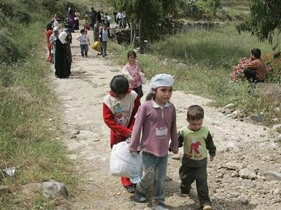 Syrian children and women arrive in Dabbabieh in northern Lebanon, near the Lebanese-Syrian border, May 16, 2011. REUTERS/Omar Ibrahim