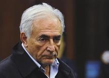 <p>Доминик Стросс-Кан в здании суда в Нью-Йорке, 16 мая 2011 года. Управляющий совет Международного валютного фонда обсудит с Домиником Стросс- Каном, арестованным в США по обвинению в сексуальных домогательствах, вопрос о его отставке с поста руководителя фондом, сказали Рейтер источники в совете. REUTERS/Emmanuel Dunand/Pool</p>