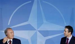 <p>Президент Казахстана Нурсултан Назарбаев (слева) и генеральный секретарь НАТО Андерс Фог Расмуссен на совместной пресс-конференции в штаб-квартире альянса в Брюсселе 25 октября 2010 года. Казахстан стал первым государством в постсоветской Центральной Азии, решившим направить воинский контингент в состав сил НАТО, дислоцированных в Афганистане с начала войны США с террором в 2001 году. REUTERS/Francois Lenoir</p>