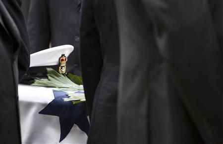 An Australian Navy hat is seen on World War One veteran Claude Choules's coffin during his funeral in Perth May 20, 2011. REUTERS/Australian Navy