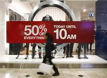 <p>A woman walks by a store's discount advertisement inside the Roosevelt Field Mall in Garden City, New York November 26, 2010. REUTERS/Shannon Stapleton</p>