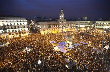 Demonstrators gather and shout slogans in Madrid's famous landmark Puerta del Sol, against politicians, bankers and authorities' handling of the economic crisis, May 18, 2011. REUTERS/Juan Medina