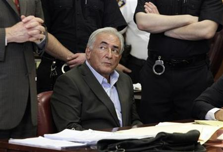 Former IMF chief Dominique Strauss-Kahn listens to his lawyer, William Taylor, inside of a New York State Supreme Courthouse during a bail hearing in New York May 19, 2011. REUTERS/Richard Drew/Pool