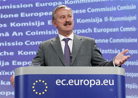 European Transport Commissioner Siim Kallas addresses a news conference on the volcanic ash disruption at the EU Commission headquarters in Brussels May 24, 2011. REUTERS/Francois Lenoir