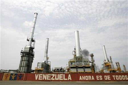 PDVSA's El Palito refinery is seen in Puerto Cabello, 150 miles (241 km) west of Caracas, September 23, 2009. The banner reads: ''Venezuela now belongs to all''. REUTERS/Edwin Montilva