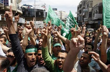 Palestinians celebrate the reconciliation agreement between rival Palestinian factions Fatah and Hamas during a rally in the West Bank city of Ramallah May 6, 2011. REUTERS/Mohamad Torokman