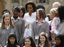<p>First Lady Michelle Obama poses for a photograph with students from the Elizabeth Garrett Anderson School at Oxford University in Oxford, southern England May 25, 2011. REUTERS/Suzanne Plunkett</p>