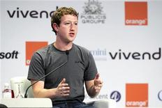 <p>Le fondateur de Facebook Mark Zuckerberg. L'e-G8 a fermé ses portes mercredi soir sans avoir finalisé les recommandations qu'il doit présenter au G8 de Deauville, au terme de deux jours de débats sur la régulation, la croissance et l'innovation. /Photo prise le 25 mai 2011/REUTERS/Gonzalo Fuentes</p>