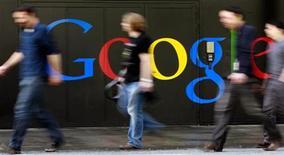 <p>Google dévoile jeudi un système de paiement par mobile permettant à ses utilisateurs de présenter leur téléphone à la place de leur carte bancaire lors de leur passage en caisse, selon une source proche du dossier. /Photo d'archives/REUTERS/Arnd Wiegmann</p>