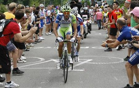 Liquigas rider Eros Capecchi of Italy cycles during the 151km (94 miles) 18th stage of the Giro d'Italia cycling race from Morbegno to San Pellegrino Terme May 26, 2011. REUTERS/Alessandro Garofalo
