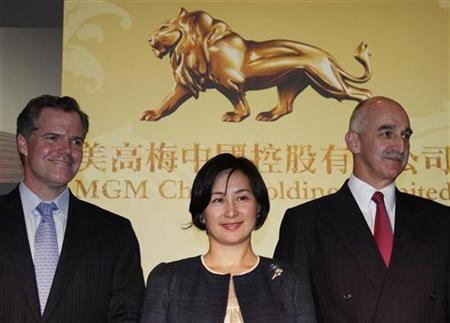 (L-R) Co-chairperson and Executive Director Jim Murren, Chairperson and Executive Director Pansy Ho and CEO and Executive Director Grant Bowie pose after an MGM China news conference ahead of its IPO in Hong Kong May 19, 2011. REUTERS/Bobby Yip