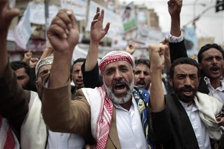 Anti-government protesters shout slogans during a rally to demand the ouster of Yemen's President Ali Abdullah Saleh in Sanaa May 28, 2011. REUTERS/Ammar Awad