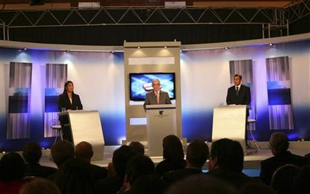 Peru's presidential candidates Ollanta Humala (R) and Keiko Fujimori attend the presidential candidates' debate in Lima May 29, 2011. REUTERS/Jurado Nacional de Elecciones/Handout