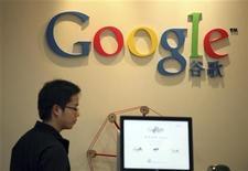 <p>Foto de archivo. Google acusa a piratas informáticos chinos de intentar robar las claves de cientos de usuarios del correo electrónico de Google, Gmail REUTERS/Nir Elias</p>