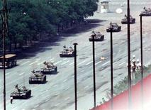 <p>A man stands in front of a column of tanks on Chang'an avenue near Tiananmen Square in Beijing in this June 5, 1989 file photo. REUTERS/Arthur Tsang/Files</p>