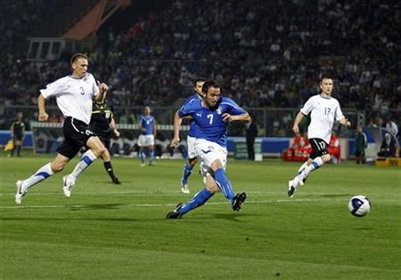 Italy's Giampaolo Pazzini (C) shoots and scores against Estonia during their Euro 2012 Group C qualifying soccer match at the Braglia stadium in Modena June 3, 2011. REUTERS/Giampiero Sposito