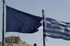 """<p>Selon Der Spiegel, dans un article à paraître lundi, une nouvelle aide à la Grèce pourrait dépasser les 100 milliards d'euros. Le ministère des Finances allemand et la """"troïka"""" (Union européenne, Fonds monétaire international, Banque centrale européenne) estiment possible un tel montant si la Grèce doit encore s'appuyer sur l'aide internationale en 2013 et 2014, selon le magazine. /Photo d'archives/REUTERS/John Kolesidis</p>"""