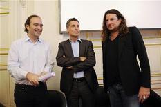 <p>Xavier Niel, fondateur de Free, Marc Simoncini, créateur de Meetic, et Jacques-Antoine Granjon de Vente-privee.com. Ces trois têtes d'affiche de l'entreprenariat français du web ont présenté lundi l'Ecole européenne des métiers de l'internet (EEMI), qui verra le jour en septembre à Paris au Palais Brongniart afin de répondre à de nouveaux besoins de recrutement. /Photo prise le 6 juin 2011/REUTERS/Gonzalo Fuentes</p>