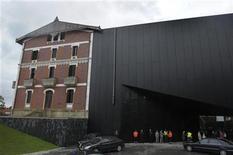 <p>Fachada del Museo Cristóbal Balenciaga durante su ceremonia de inauguración en el País Vasco REUTERS/Vincent West</p>