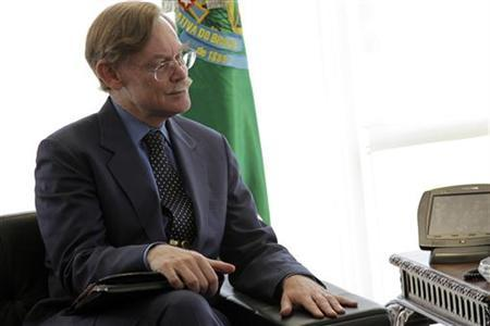 World Bank President Robert Zoellick reacts during a meeting with Brazil's President Dilma Rousseff (not in picture) at the Planalto Palace in Brasilia, June 2, 2011. REUTERS /Ueslei Marcelino