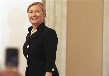 Secretary of State Hillary Clinton arrives for a news conference after the third contact group meeting on Libya, at the Emirates Palace in Abu Dhabi, June 9, 2011. REUTERS/Jumana El Heloueh